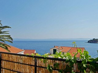 Contemporary 2 bedroom apt with terrace and sea view - 30 meters from the sea