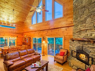 Luxury mountain home - private creek - beautiful views - 4BR - Wifi - Grill