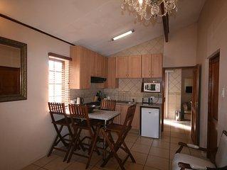 Three Bedroom Self-Catering Unit In Johannesburg, Fourways (Sleep 6)