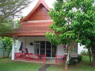 Maison Thaï au bord de la piscine idéale pour famille avec 1 enfant