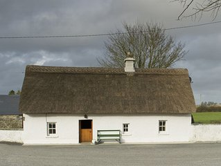 Detached Thatched Cottage for 2/4