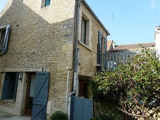 Pretty detached house with small courtyard 400m f