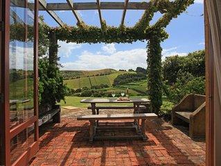The Vineyard Cottage - Stay Waiheke