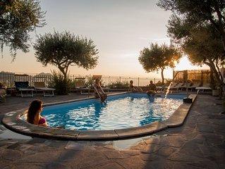 Vista mare 4 letti con piscina calda, idromassaggio, bagno turco e parcheggio