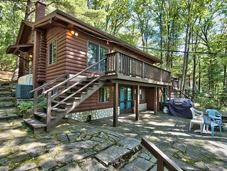 Wallenpaupack Lakefront Log Home - 3 bedrooms + loft and Central AC