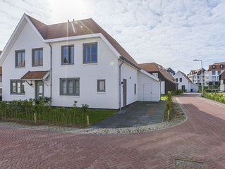 New and luxurious villa, a 5-minute walk from beach and dunes.