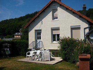 Belle Maison avec vue exceptionnelle sur les puys et la vallee de la Dordogne.