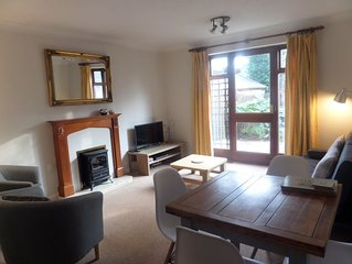 2 bed cottage,  within walking distance of town centre, theatres and river.