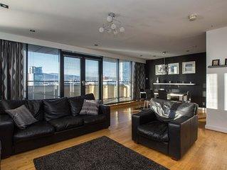 Fabulous Belfast City Centre Penthouse WIFI PARKING sleeps 8, great views