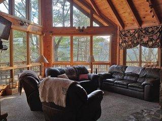 Spacious Log Home, Views, Fireplace, Hot Tub, Pet-Friendly Near Boone