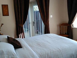 Romantic Break Self Catering with Hot Tub & Parking for 2
