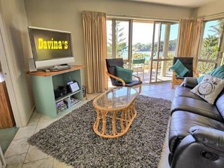 ;'DAVINAS;' Beach-front Holiday Apartment