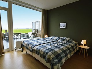 Cosy holiday home on Lake Veere with the beach right at your doorstep