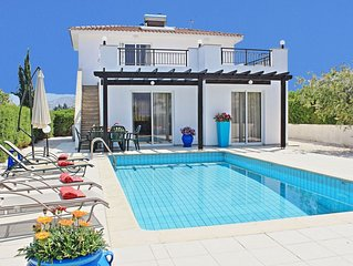 Villa Anemone: Three bedroom villa, with private pool, 50 meters away from the b