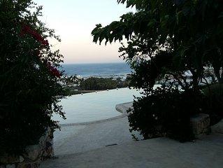 Vue splendide sur la mer Egée et les Cyclades