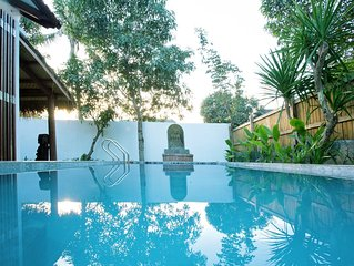Stunning private villa with pool - 1 minute walk to the beach and restaurants
