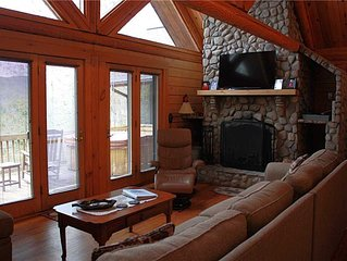 Private Cabin, Hot Tub, Fireplace, Pool Table, Pet-Friendly,Near Boone