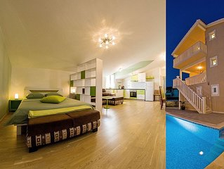 Elegant spot with pool and lovely sea view III