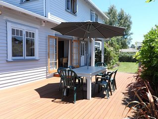 Quiet spacious comfortable home Wi-Fi sundeck 2 living areas large outdoor areas