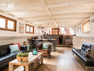 Exclusive large houseboat in the famous Jordaan district