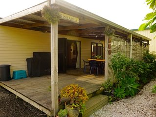 A Cosy Bach in the heart of Raglan, 'WHARE AROHA' Check in 2pm Check out 11am.