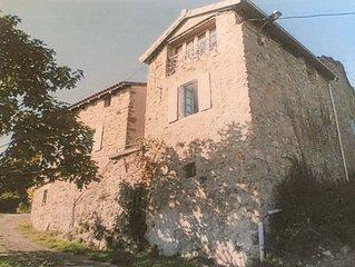 Maison traditionelle de hameau avec terrasse