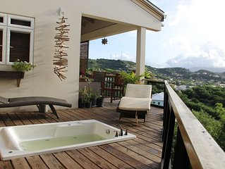 Artist's House With A Breezy Balcony And Whirlpool Tub.