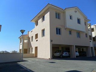 Ground floor with garden, luxury apartment, sleeps 4, tennis courts, wifi. A/C