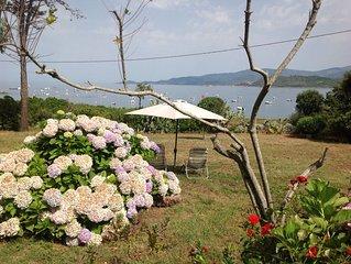 villa aan zee op 1 ha prive grond aan rustige baai