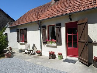 Beautiful cosy family friendly cottage near stunning St Benoit du Sault