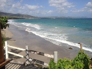 Pose sur la plage du Diamant, vue magnifique sur la baie du Diamant