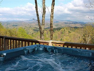 Spacious Log Cabin Near Boone - Hot Tub, Pool Table, Trails, Views