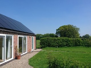 Pinsley Corner Barn - Rural retreat with great views in historic South Cheshire
