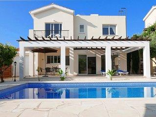 Villa Ola - a tranquil getaway between hills and sea