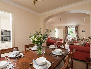 Windsor Townhouse 4* Luxury Self-Catering in Malone/Queens, parking & garden
