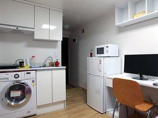 Sunny & Tidy Private Studio Apartment