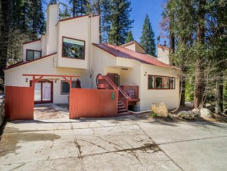Yosemite Magic 'A' - Three Bedroom House, Sleeps 10