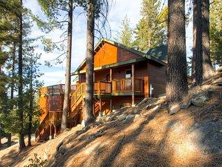 Welcome to Glacier Peak Lodge! This custom duplex luxury cabin has magnificent b