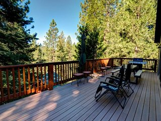 Alpine Aerie located in Yosemite West!   The three-story house has three bedr