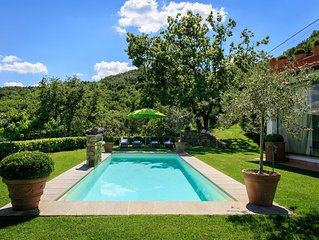 Villa Limonaia, 3 br villa with pool in panoramic hilltop location near Florence