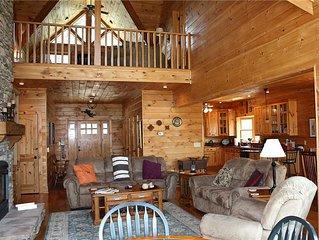 Gorgeous Mountain Home, WiFi, Pool Table, Hot Tub, Near Boone