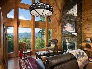 Romantic Log Cabin 180 View, Pet-Friendly, Hot Tub, Trails Near Boone