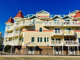 Luxury Townhouse, Prime Location, steps to Beach & Boardwalk, ocean views