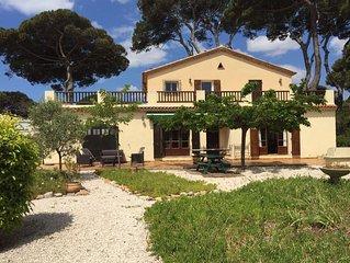 Grande villa à Hyères-Plage avec piscine pour 10 pers à 200m de la plage.