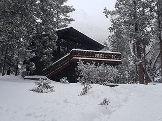 Modern & Upscale Cabin With Dramatic Views In Fern Valley - Lazy Arrow Lodge