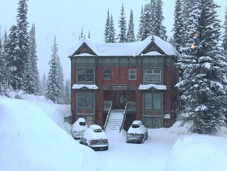 Twin Peaks A!!  True Ski-In Ski-Out 4-BR 4-BA 2200 sq ft 3 levels sleeps 15