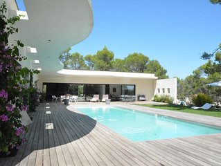 BEAUTIFUL IBIZA STYLE VILLA WITH POOL IN MONTPELLIER