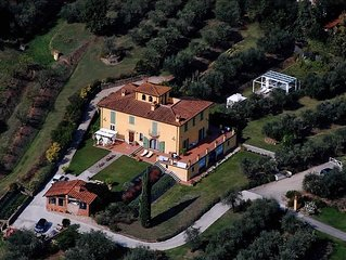 "Luxury Villa ""Il Campano"" Near The Pinocchio's Park With Shared Pool"