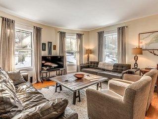 Huge 10 Bedroom House on Boston City Line. Sleeps 27. Free parking for 4 cars