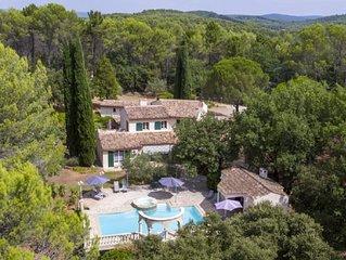 Luxueuse villa de 260m2 avec piscine dans un parc privatif de 80a pour 10-14per